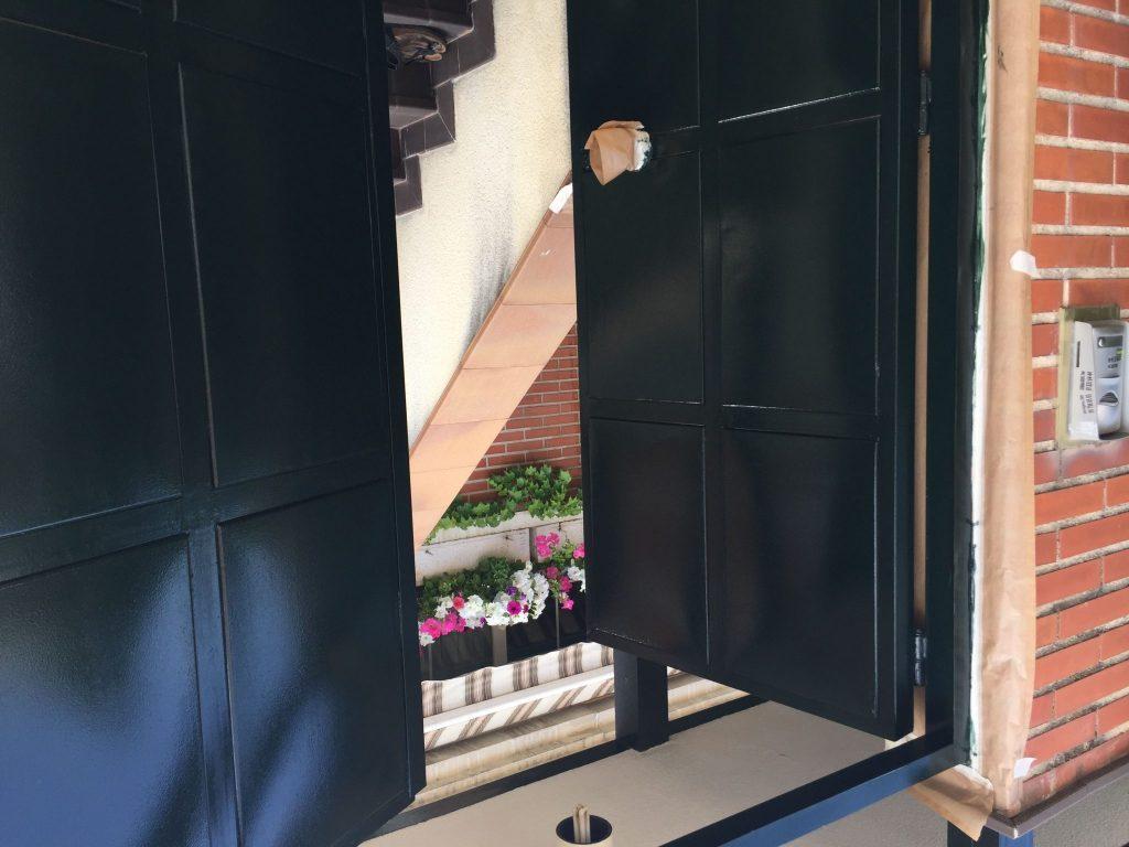 como pintar las puertas met licas de exterior garaje y