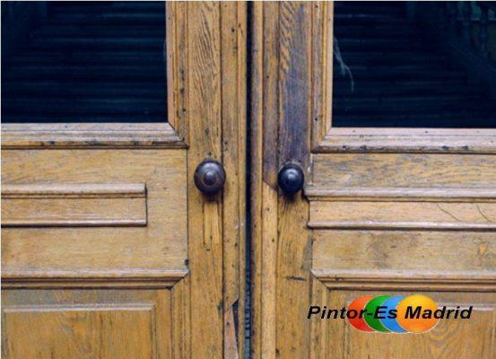 Puerta de madera antigua perfect puerta antigua de madera - Como pintar una puerta ...