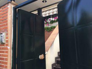 Como pintar las Puertas Metálicas de Exterior Garaje y Portales
